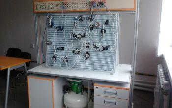 Учебный двухсторонний стенд-тренажёр «Пневматические системы и средства автоматики» с комплектом сменных устройств пневмо- и электроавтоматики