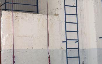 Зона для отработки подъема и спуска по лестнице, выхода и работы за ограждением